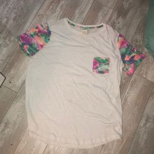 Tropical pocket vs pink t shirt